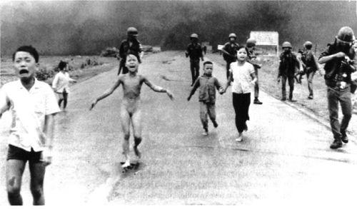 foto famosa de niña corriendo desnuda en la guerra de Vietnam
