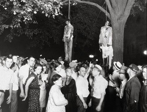Muchedumbre linchando a negros. Anónimo