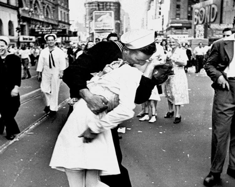 Seguramente el beso más famoso de la historia, con motivo del fin de la segunda guerra mundial