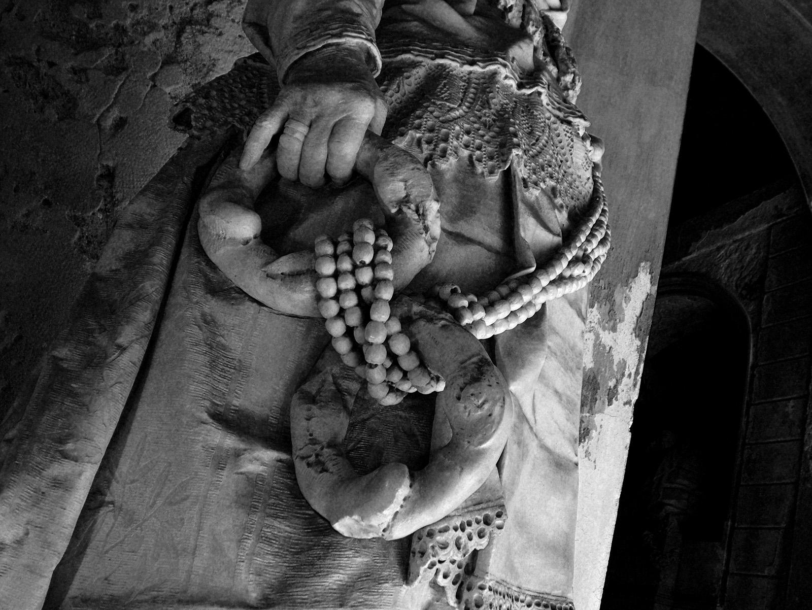 Detalle de la escultura de Caterina Campodonico en el Cementerio de Staglieno.
